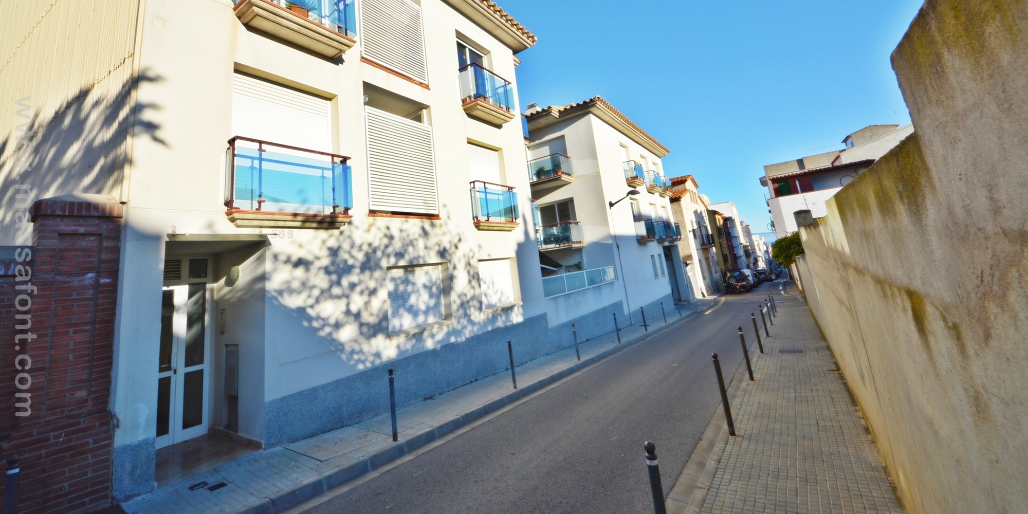 CLOSED PARKING AT CARRER RIERA
