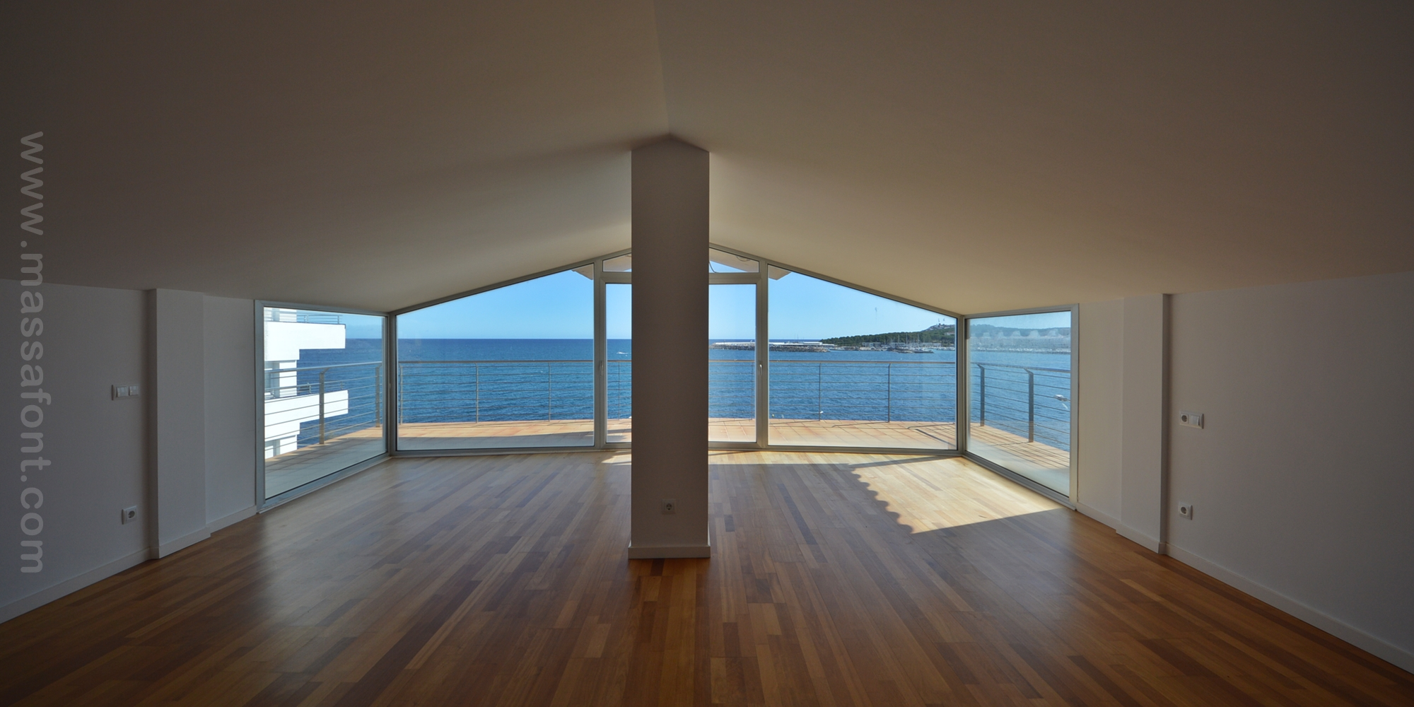 GREAT APARTMENT AT THE SEAFRONT