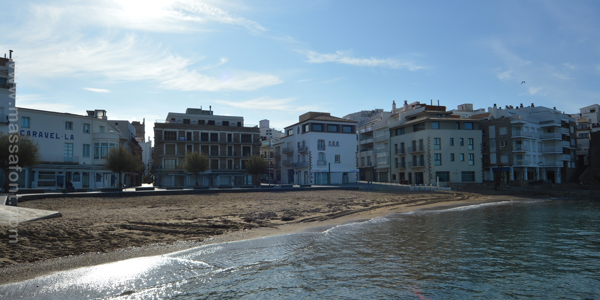 APPARTEMENT SUR LA PLAGE AU CENTRE DU VILLAGE